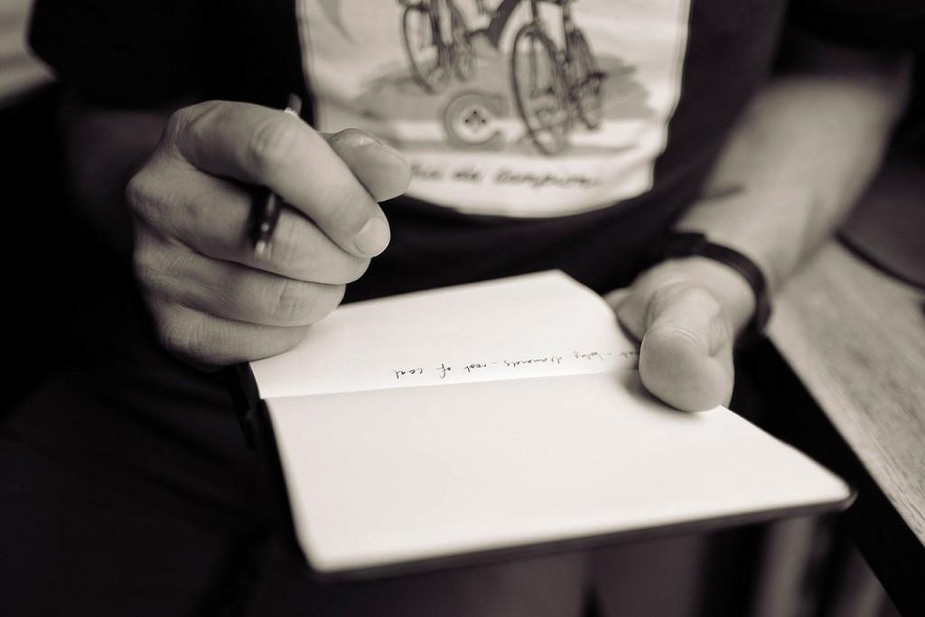 Podpisywanie i umawianie się na obrazy